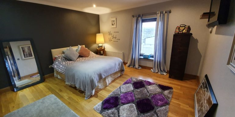 Petes Pub apartment area bedroom 1 2020.