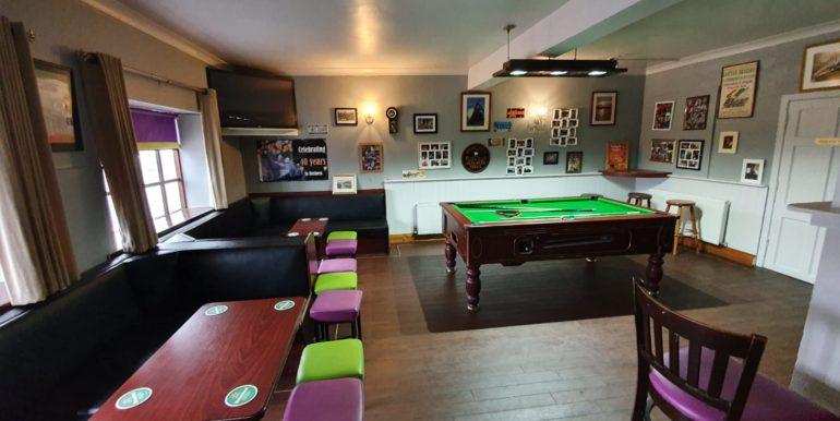 Petes Pub area bar and pool