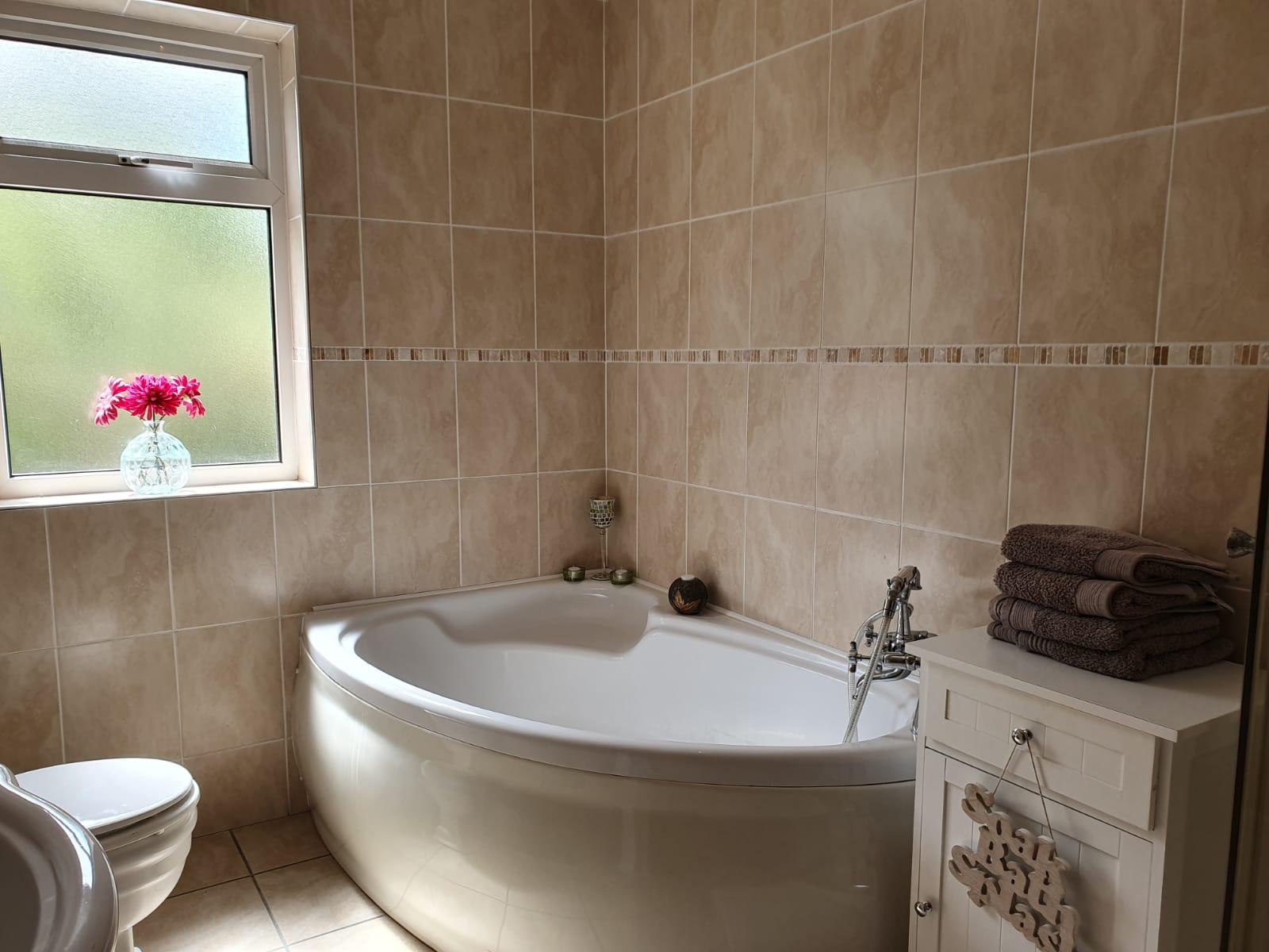 Mullis - Bathroom - corner bath.