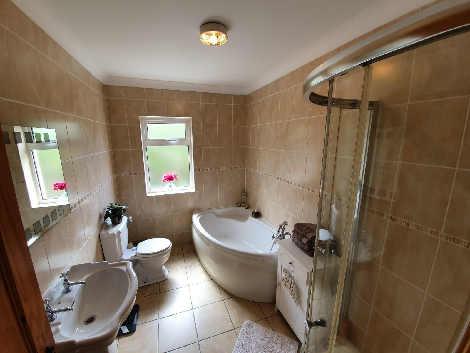 Mullis - Bathroom main