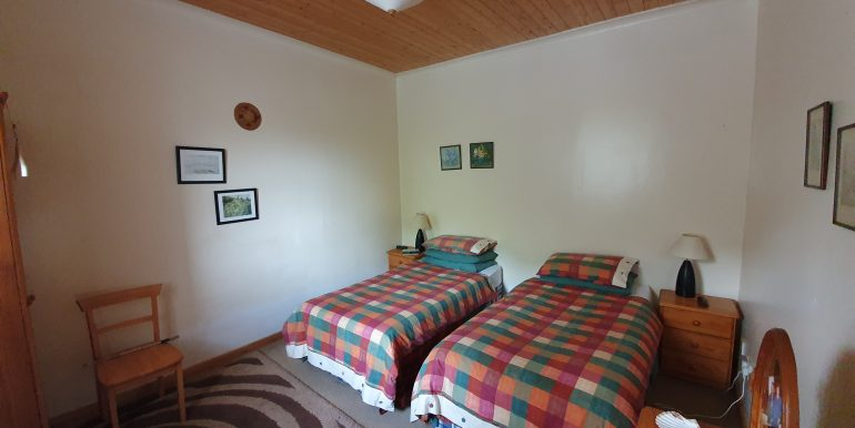 Mc Murray - Bedroom 2 - 2 single beds.E