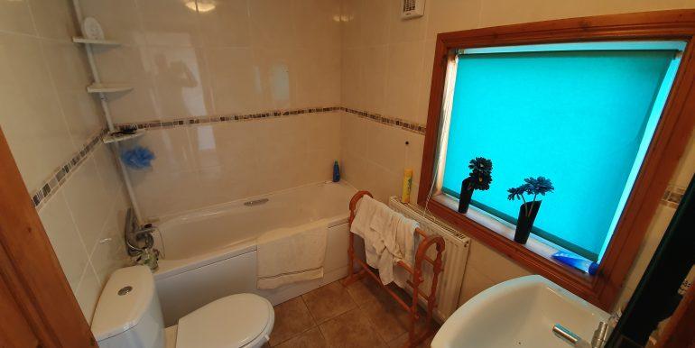Owen Gallagher bathroom Glenahilt