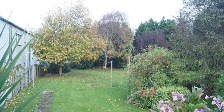 Sisters Crnmore back garden Oct 2020