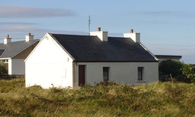 Dermot Magee old cottage front good Jun 14