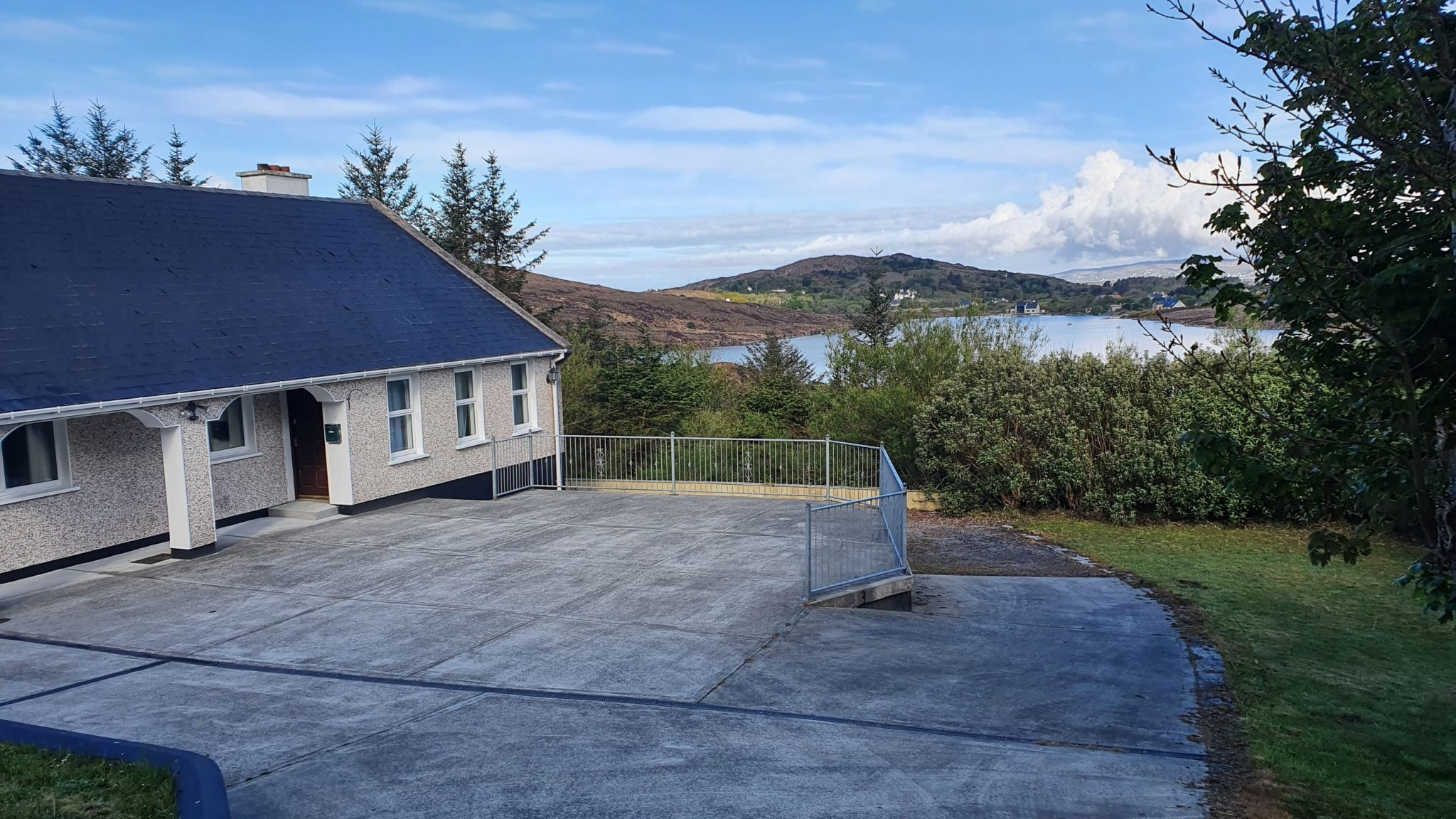 Diamond, Dungloe, Co. Donegal – 4 Bedroom Bungalow with views of Tubberkeen Lake.