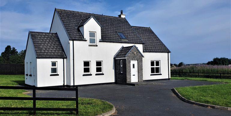 Danny Walsh house 3 adj feront aspect good July 2021