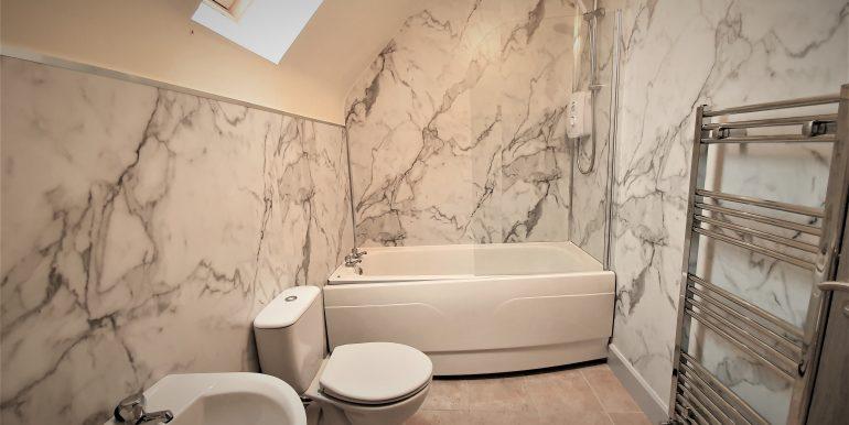 Danny Walsh main bathroom house no 3 Carrickataskin July 2021