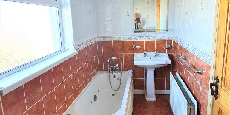 Hughie Mary Mc Garvey bathroom