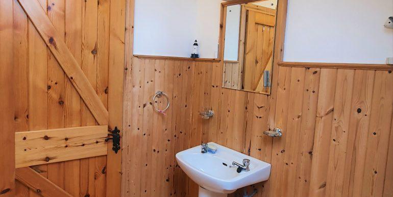 Sweetnam main bathroom photo 3 adj (1)